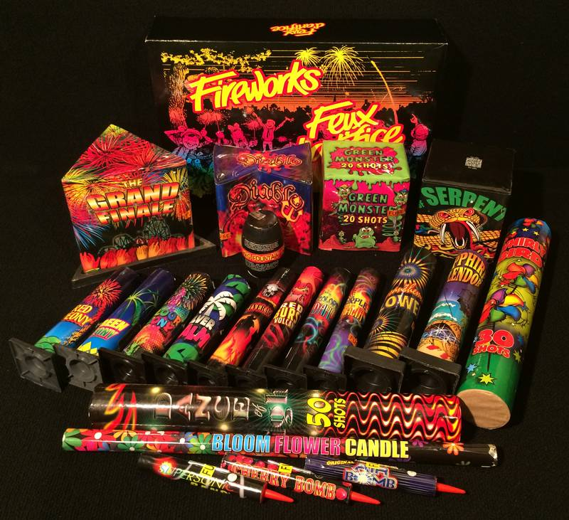 Assorted fireworks pieces - kit F
